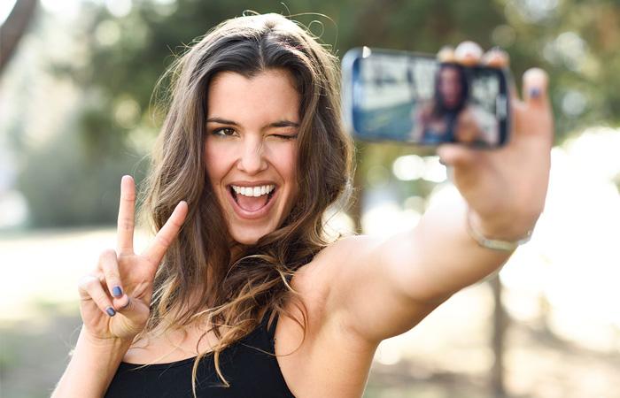 Зачем люди делают частные селфи-фото, и правильно ли их смотерть и критиковать