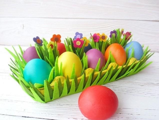 Пасхальный декор из фетра и коробки от яиц