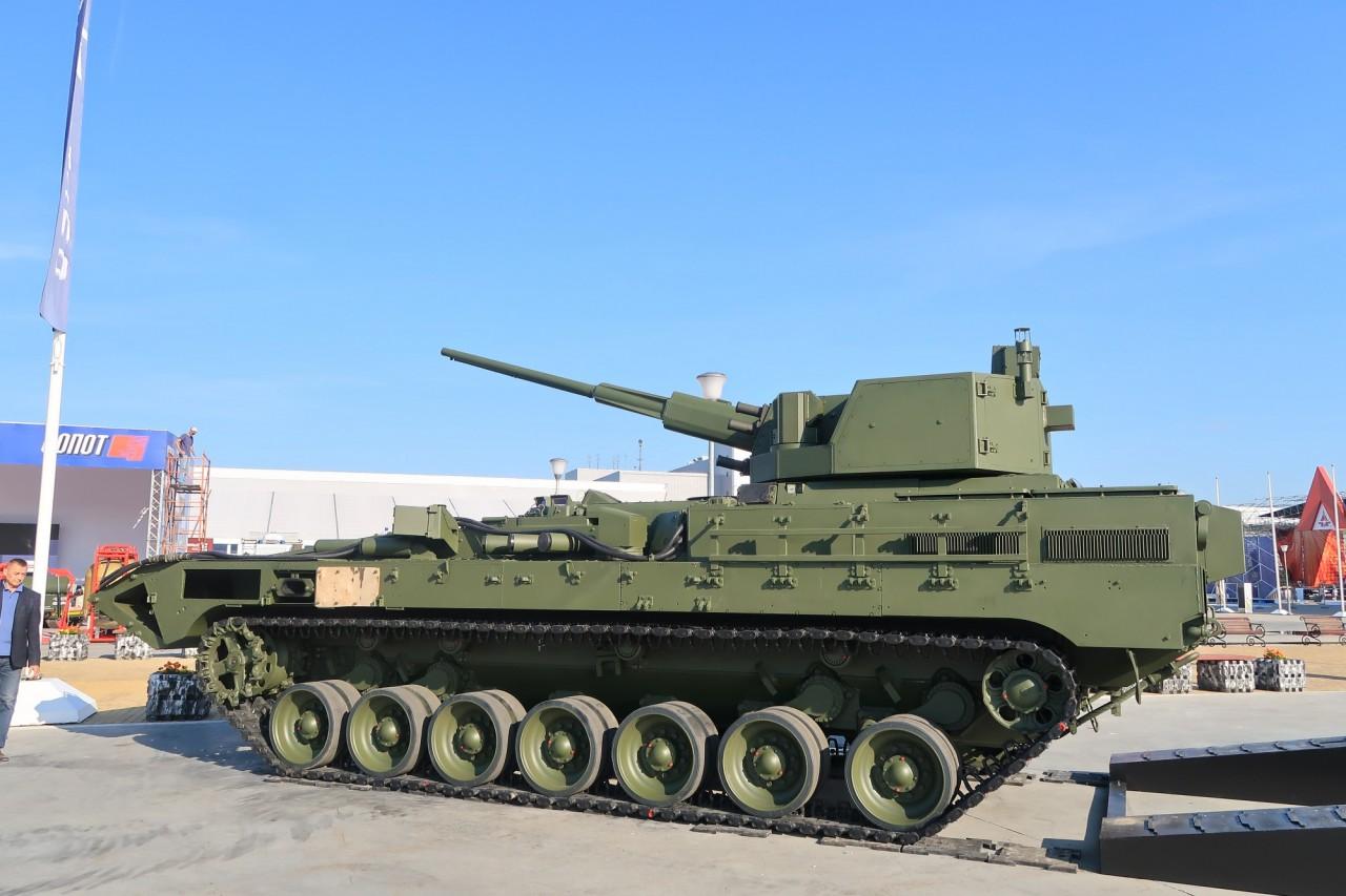Тяжелая боевая машина пехоты Т-15 с боевым модулем с 57-мм автоматической пушкой