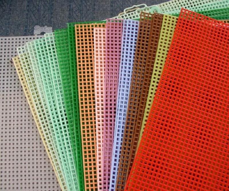 Вышивка на пластиковой канве своими руками