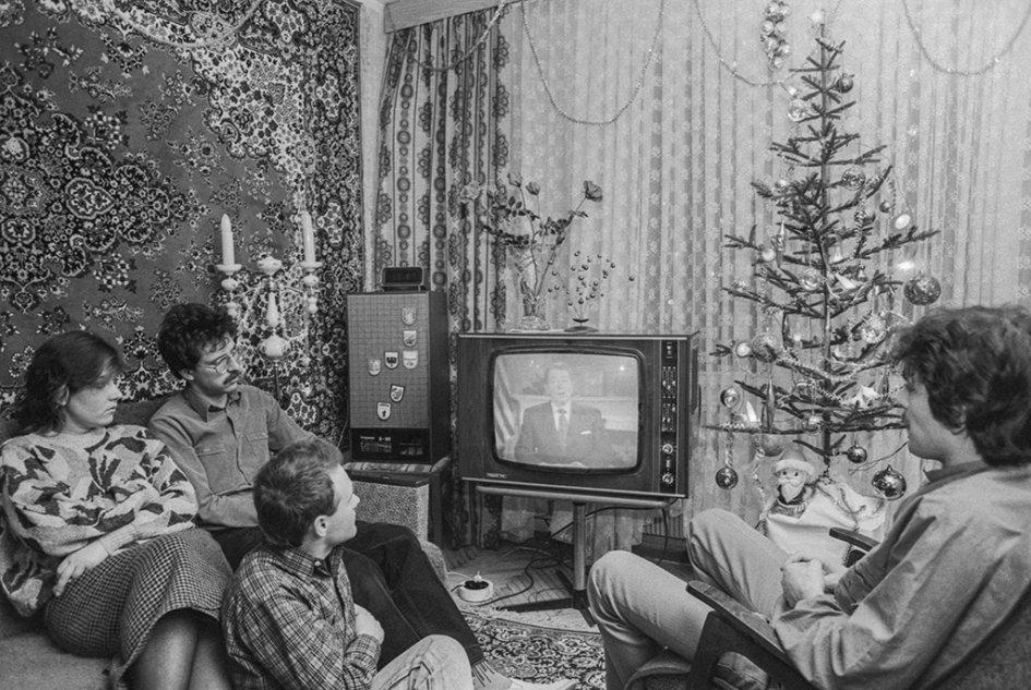 Друзья, а давайте вспомним как  мы отмечали Новый год в СССР. Было интереснее тогда или сейчас?