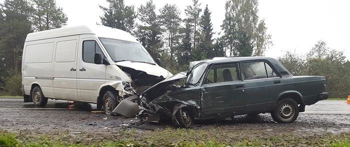 Пьяная автоледи на Тойоте устроила массовое ДТП во Владивостоке