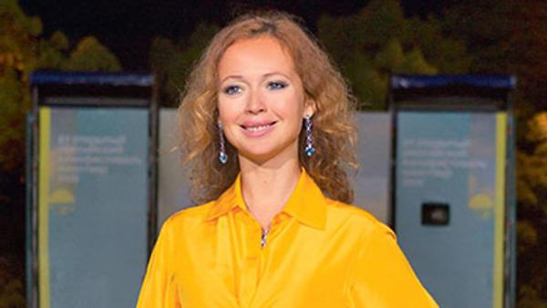 Елена Захарова вышла из декрета