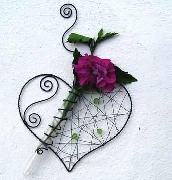 настенная композиция из цветов и проволоки
