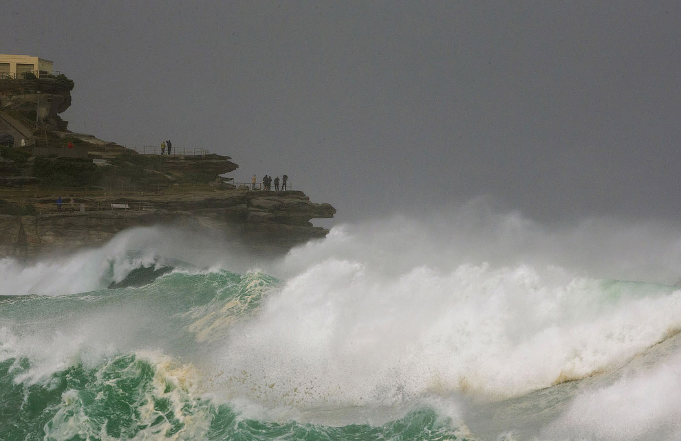 Огромные волны на Севере Бонди