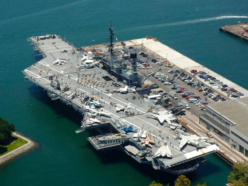 """Будущее ВМС США: атомные """"суперы"""" или лёгкие авианосцы?"""