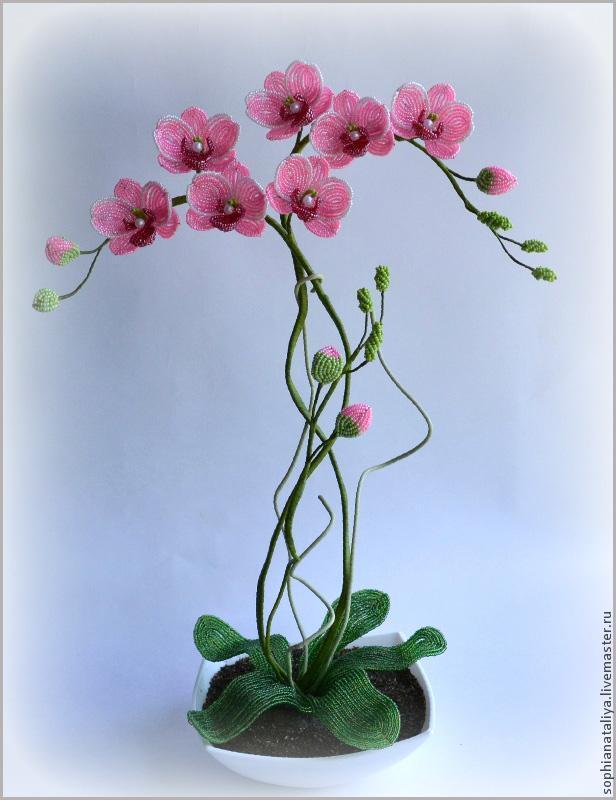 Орхидеи из бисера на заказ.Ручная работа.Станут великолепным подарком вашим родным и облизким или частью интерьера...