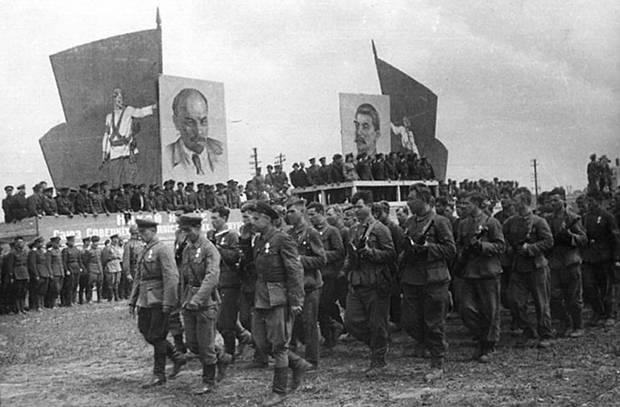 Как проходил самый необычный в истории парад 1944 года