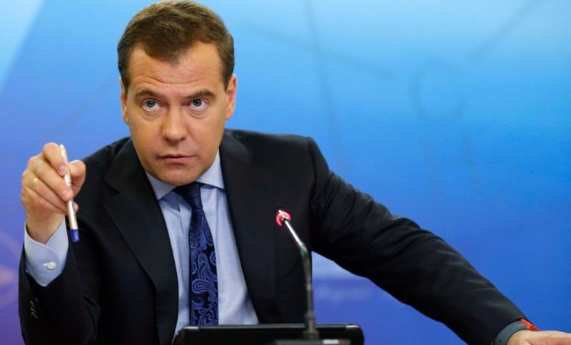 Медведев сделает всех безработных россиян предпринимателями