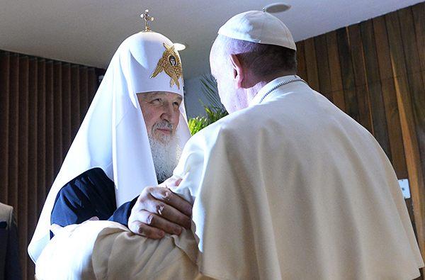 Папа римский разделил свою трапезу с 3 тысячами бедняков