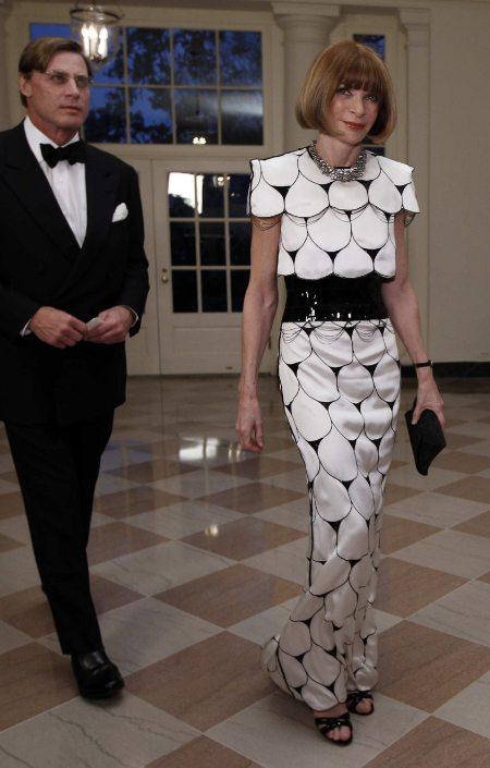 Анна Винтур в черно-белом платье