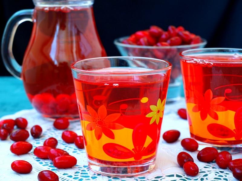 Безалкогольные напитки. Компот из кизила