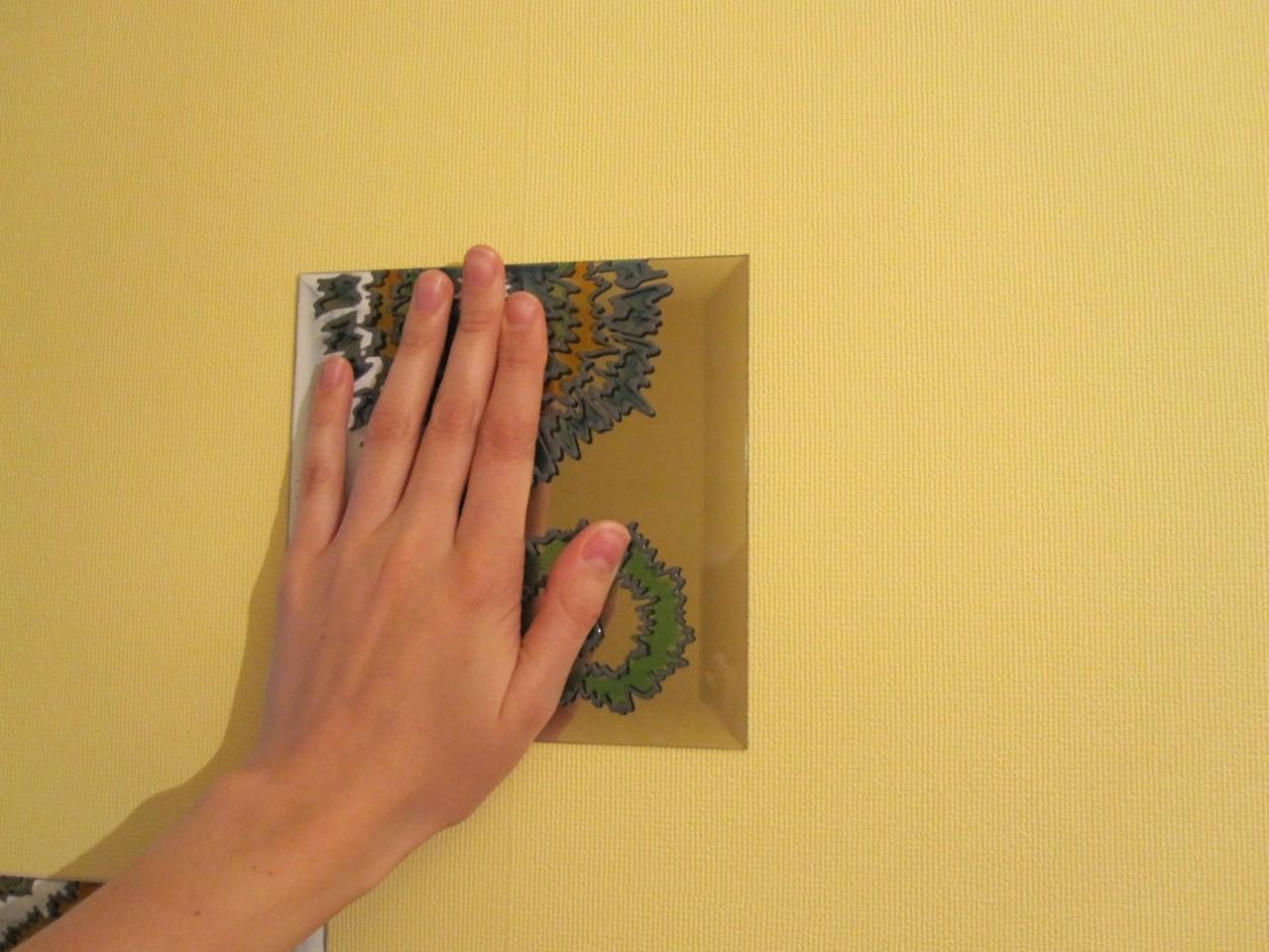 Симпатичный декор стены с помощью зеркал