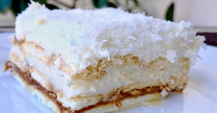 Торт «Рафаэлло» со сгущенкой без выпечки