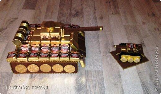 Мастер-класс Свит-дизайн 23 февраля Моделирование конструирование МК маленького но очень мощного Танка  Бумага гофрированная фото 26