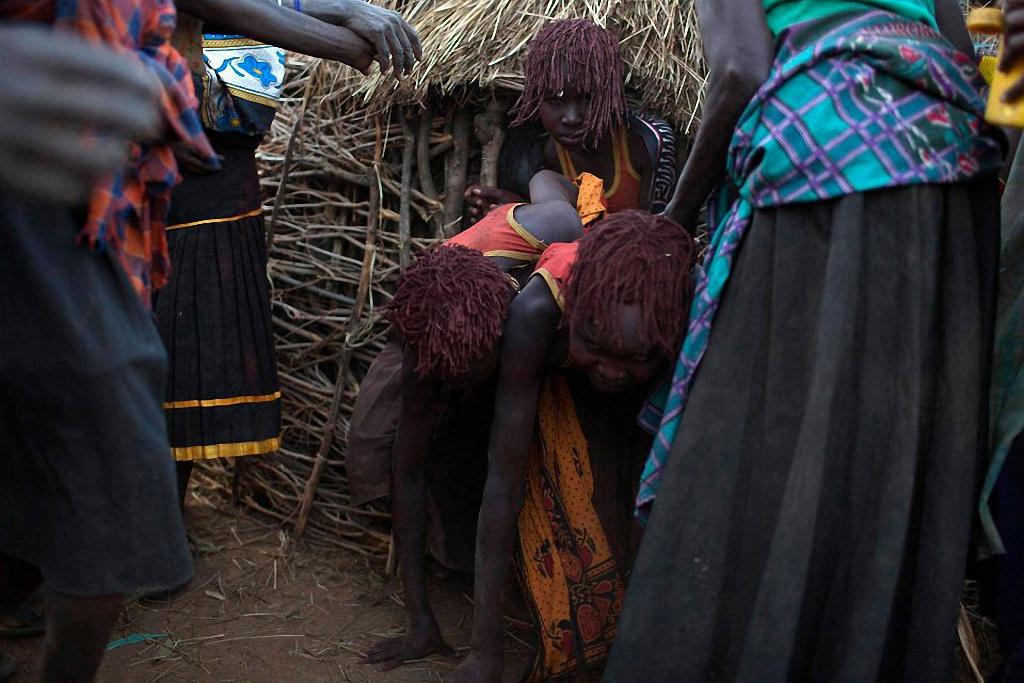 Varvarskaya traditsiya obrezaniya devochek 6 Варварская традиция обрезания девочек