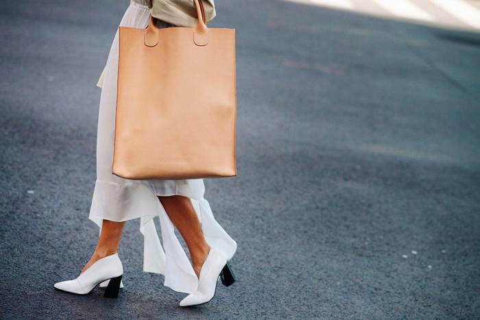 5 доказательств того, что вместительная сумка отлично впишется в летний гардероб