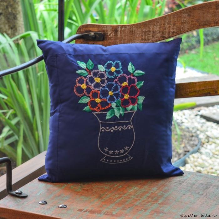 """Простенькая, но весьма симпатичная. идея для вышивки подушки — """"Ваза с цветами"""""""