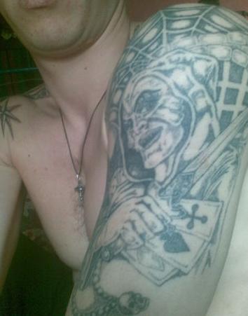 Обозначение зоновской наколке монаха на плече