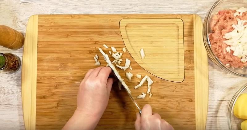 как резать лук для жарки