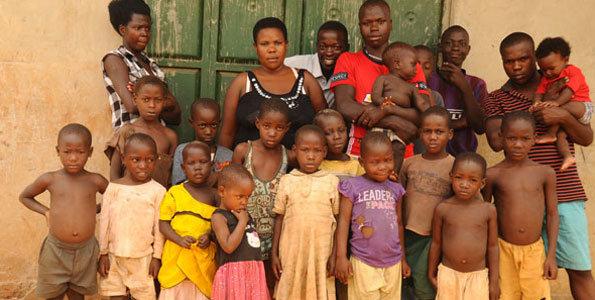 Самая плодовитая женщина Уганды: 39-летняя мать-одиночка сама растит своих 38 детей
