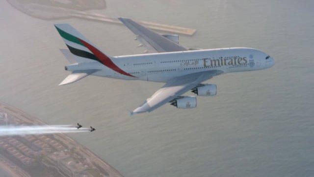 На реактивном ранце вокруг самолёта!