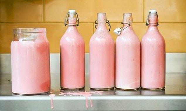 Молоко бегемота розового цвета