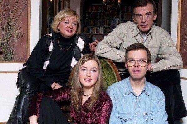 Екатерина Маркова и Георгий Тараторкин с детьми