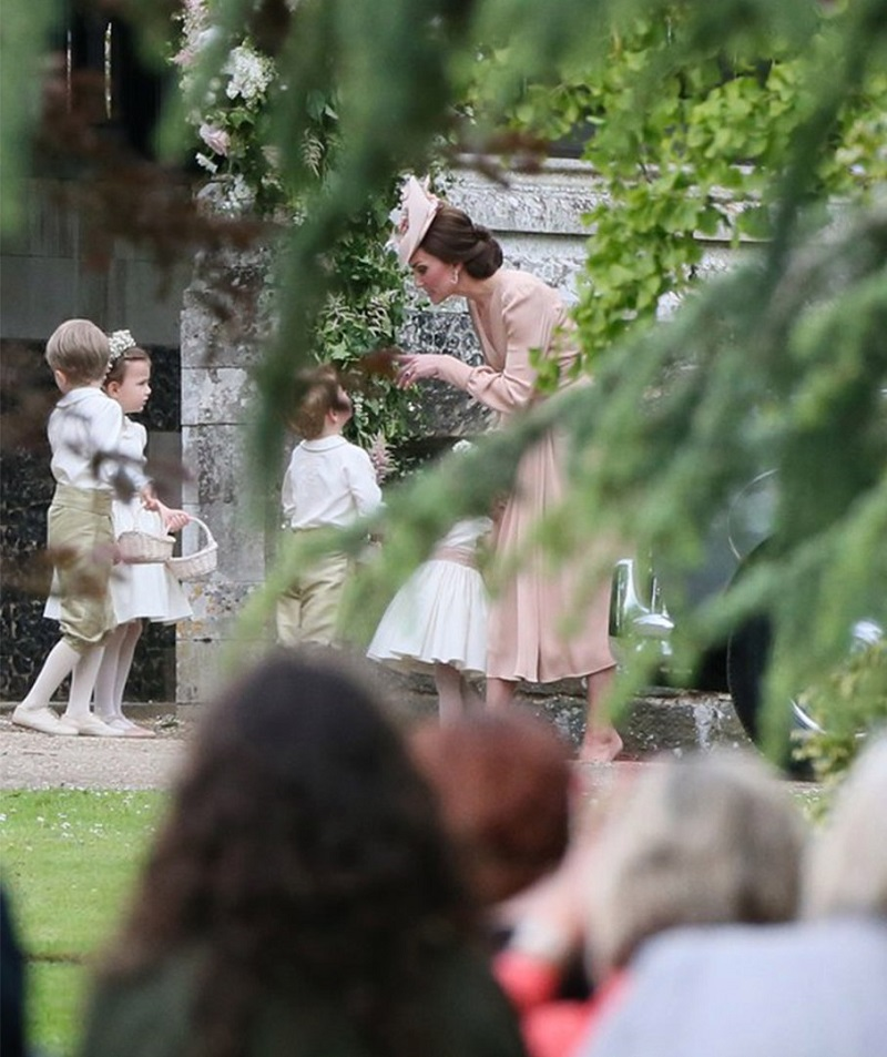 16 мегамилых фото Кейт Миддлтон с детьми, в которых каждая мама узнает себя