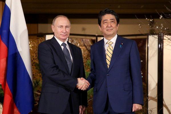 Абэ анонсировал «важные переговоры» сПутиным доконца года