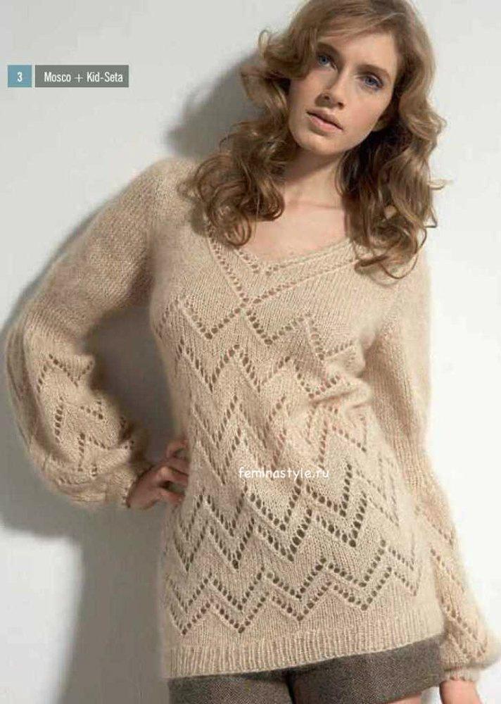 Вязаный спицами пуловер