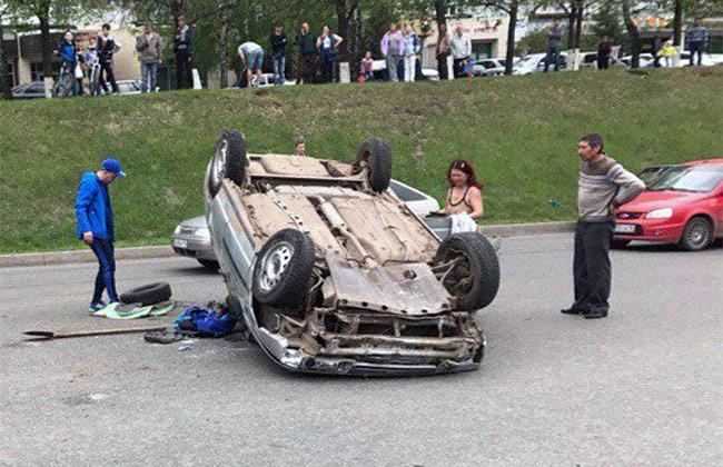 В Набережных Челнах пьяная и лишенная прав женщина перевернула автомобиль