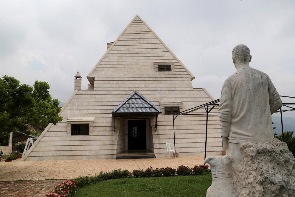 Необычный дом-пирамида севере Ливана