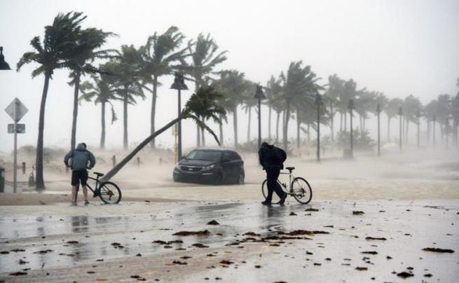Пол Робертс о том, что ураганы для американцев то же, что их войны — для других стран!