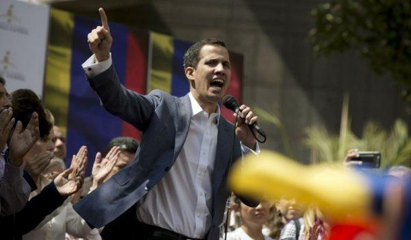 """""""Есть нефть, но нет демократии – США срочно идут к вам"""""""