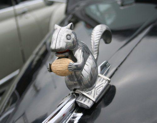 Весёлые маскоты на авто