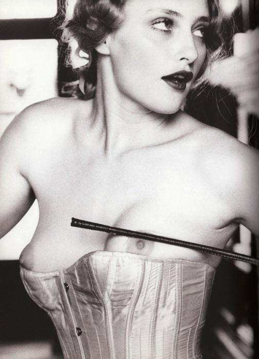 Будоражащая тайна женственности в эротичных фотографиях Эллен фон Унверт