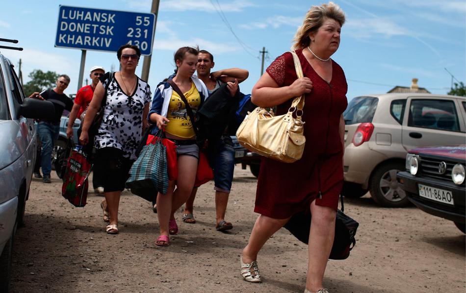 Кто едет к нам из Донбасса - беженцы или халявщики?