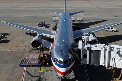 Пилот вломился в пассажирски…