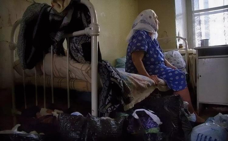 Анна Петровна сидела в больничном сквере на лавочке и плакала