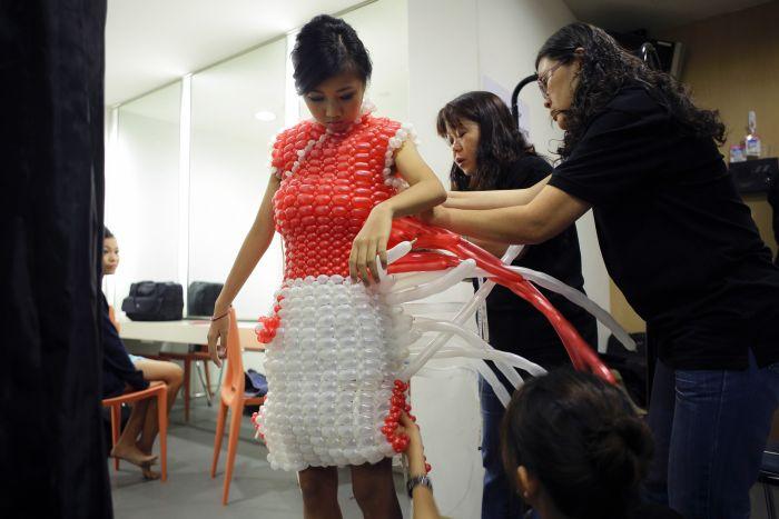 сделать платье, сделать шарик, следим за модой