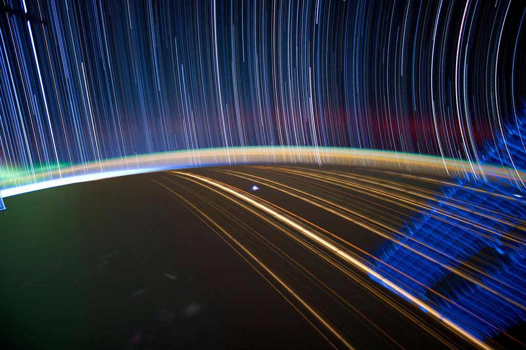 2028 Звездные следы   фото с МКС