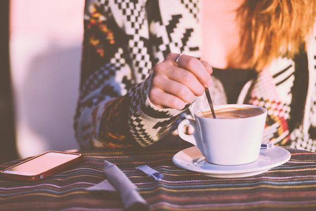 Ученые объяснили, почему женщинам вредно пить кофе