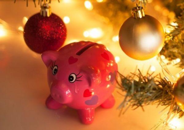 Украинцам советуют экономить на подарках и еде на Новый год