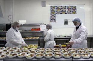 Рейд «АиФ»: как готовят бортовое питание ипочему есть его наземле нельзя