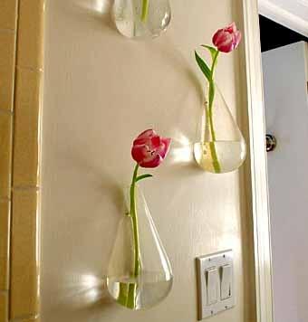 размещение цветочной композиции нга стене