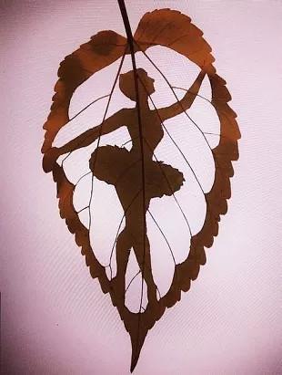 Балерина, вырезанная на осеннем листе. Как вам творчество?