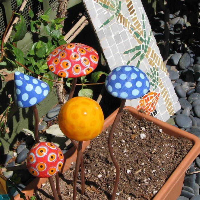 Украсим свой сад поделками