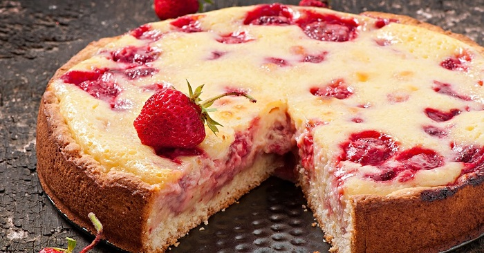 Пирог с клубникой на кефире. Вкуснее еще не пробовала!