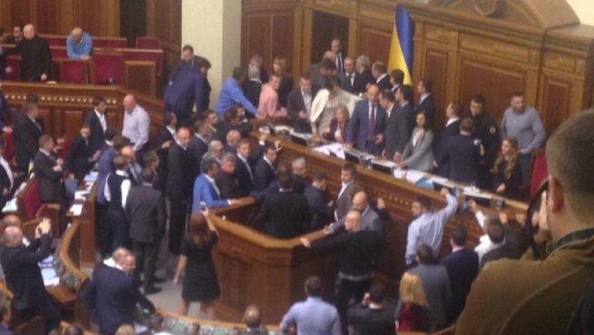 О чем спорят в Киеве: о статусе Донбасса, или идет банальная борьба за власть?